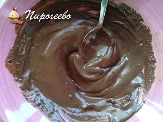 Нагреваем и размешиваем какао с водой до однородности