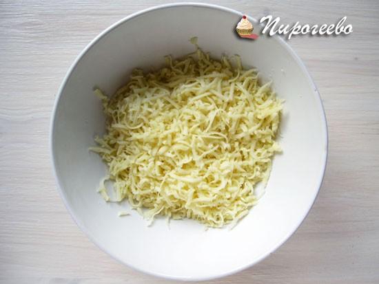 Натереть сыр на терке