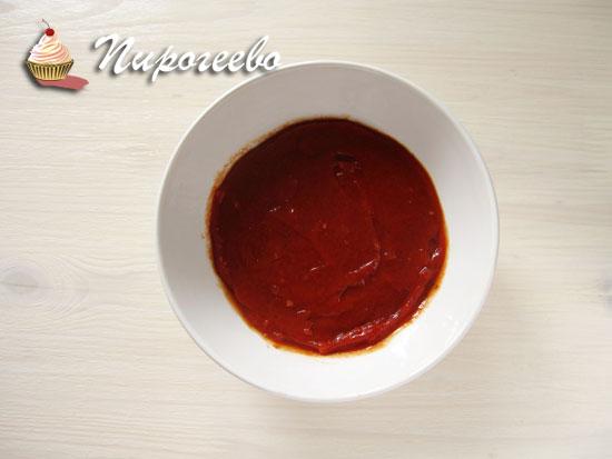 Размешать кетчуп