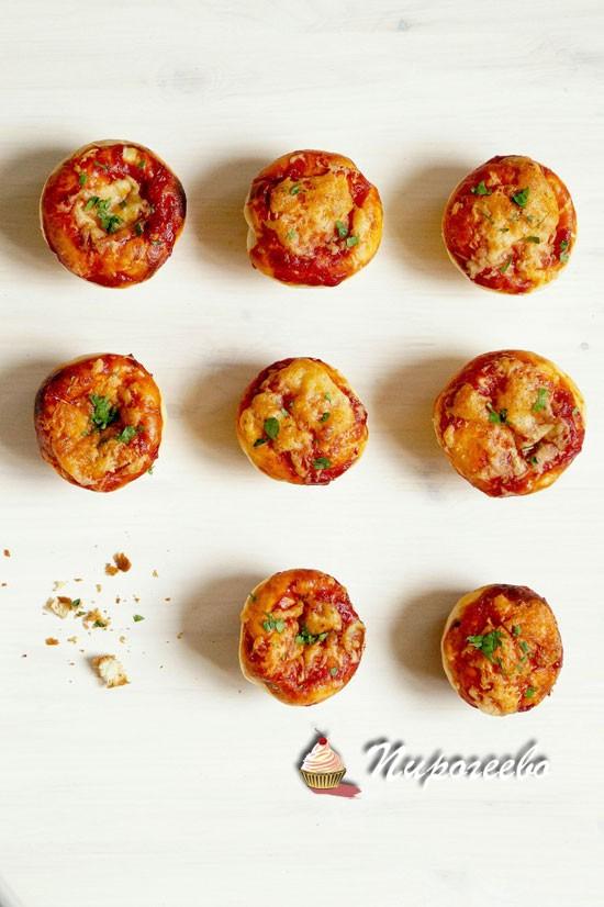 Рецепт вкусных  сытных булочек со вкусом пиццы