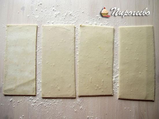 Разрезаем тесто на прямоугольники