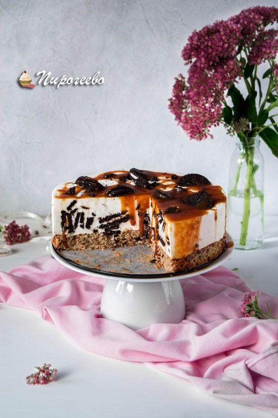 Разрез торта с печеньем Орео