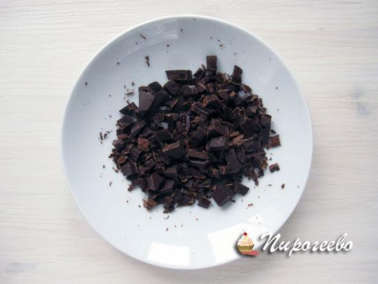 Шоколад поломать на кусочки