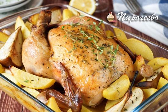 Курица с тимьяном и грушами в духовке