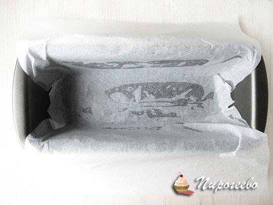 Уложить пергамент на дно формы