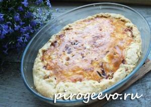 Луковый классический французский пирог после выпекания
