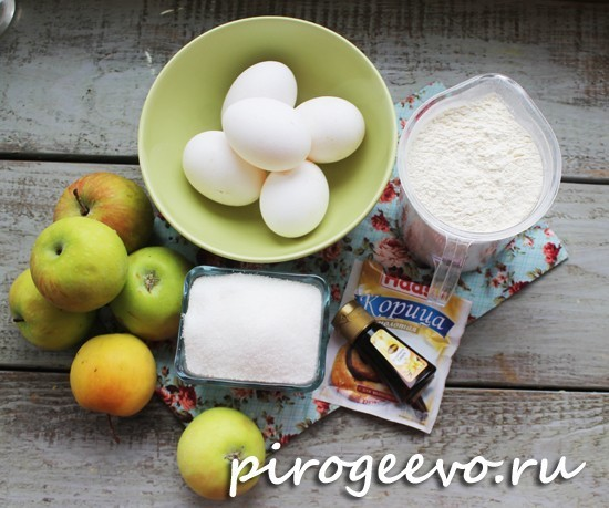 Как приготовить пышную шарлотку с яблоками