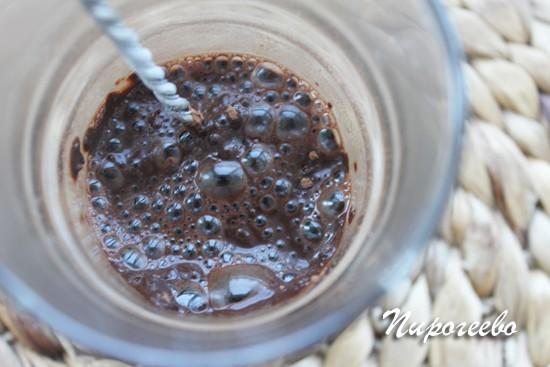Замачиваем порошок какао кипятком