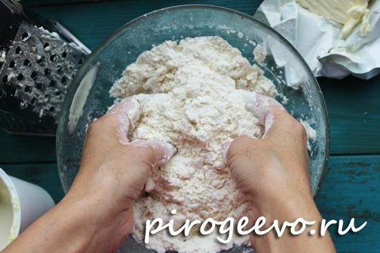 Замешиваем песочное тесто руками