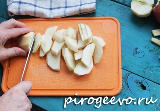 Готовим начинку для цветаевского яблочного пирога