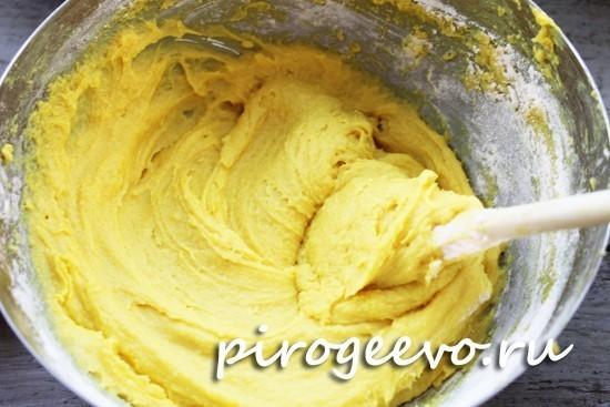 Вымешиваем тесто для кекса с лимоном с помощью лопатки
