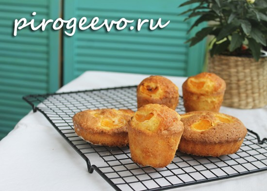 Свежеиспеченные кексы с апельсином