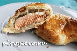 Пирог с рыбой из слоеного теста рецепт с фото