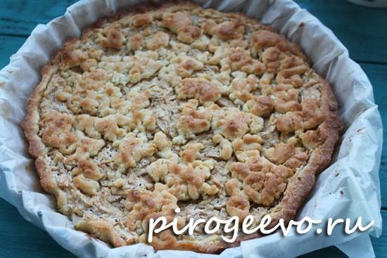 Песочный пирог с яблоками в духовке выпекается полчаса