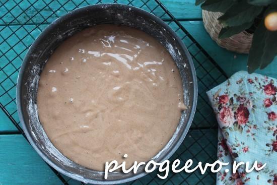 Выливаем тесто в форму и отправляем в духовку