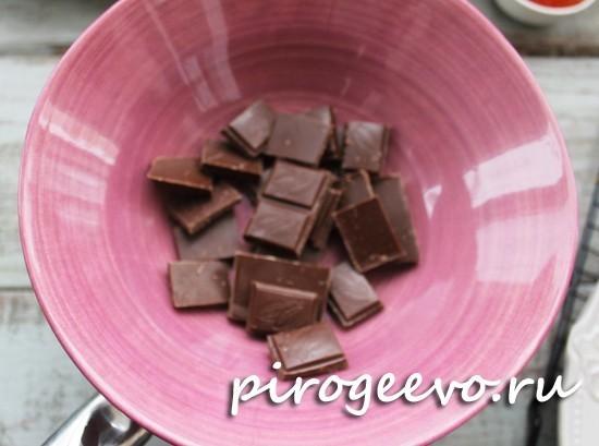 Выкладываем шоколад в водяную баню