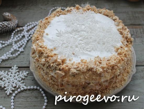 Бисквитный торт с белковым кремом готов