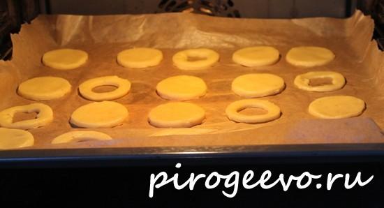 Линцерское печенье выпекается в духовке при температуре 180 С