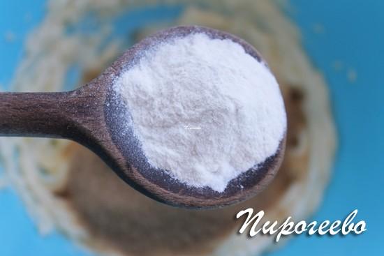 Добавляем разрыхлитель и пищевую соду