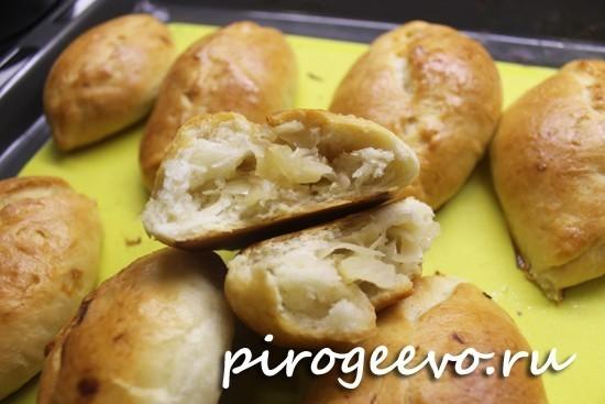 Вкусные и домашние пирожки из дрожжевого теста