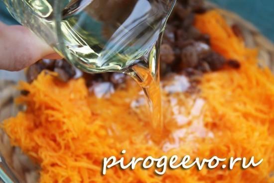 Растительное масло добавляем в пюре из тыквы