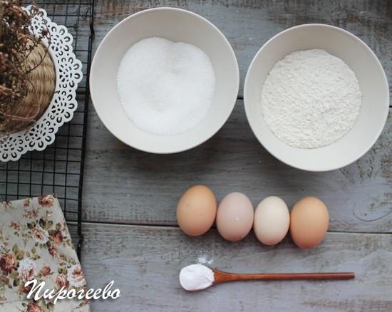 Как испечь вкусный бисквитный пирог