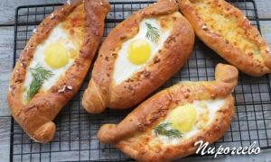 Вкусные хачапури с сыром и яйцом