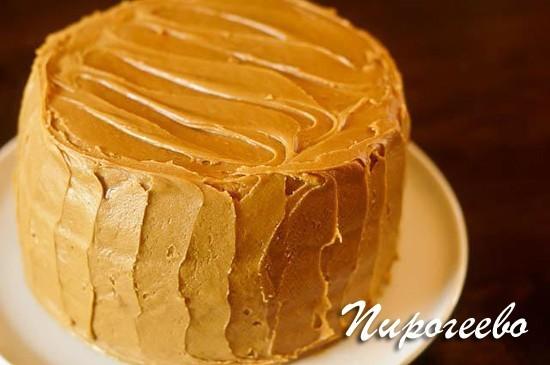 Карамелью можно украсить торт