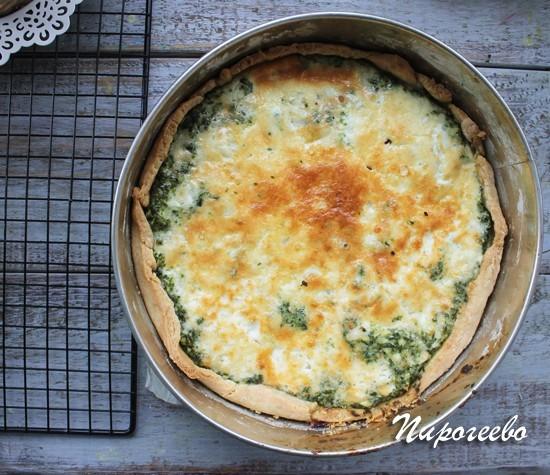 Киш с шпинатом и сыром готов