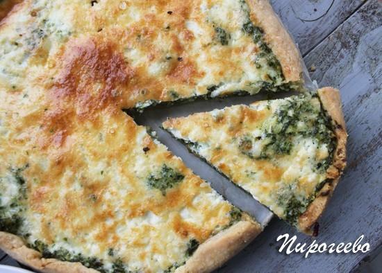 Вкусный киш с сыром и зеленью