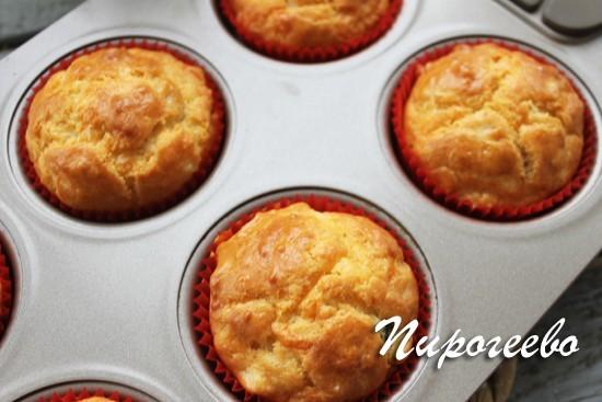 Маффины с сахаром и сыром готовы