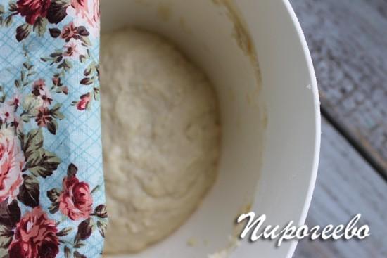 Дрожжевое тесто для пампушек подходит в теплом месте без свозняков