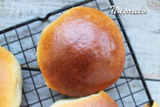 Румяный пирожок из сдобного теста