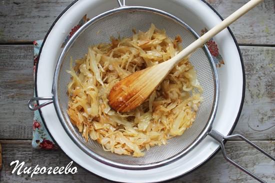 Вкусная начинка из капусты и лука для заливного пирога