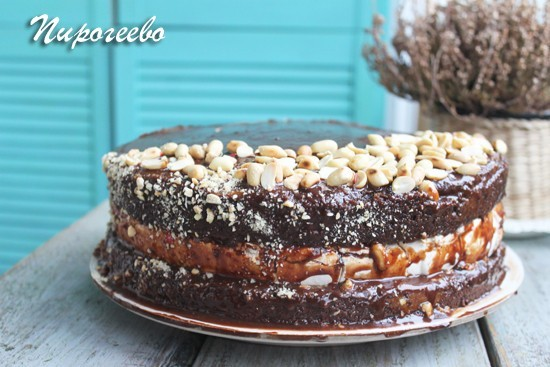 Вкусный торт Сникерс можно сделать своими руками
