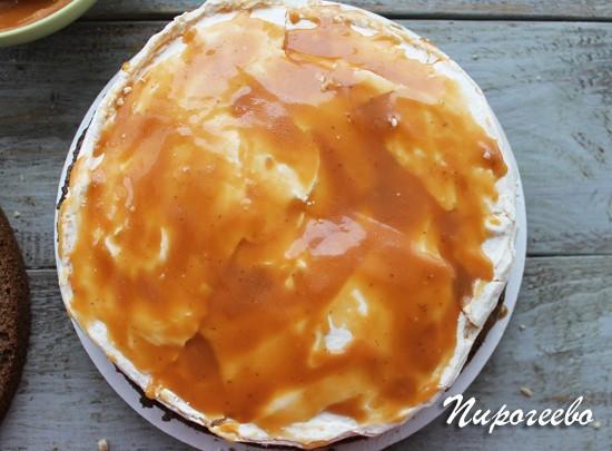 Вкусный торт сникерс с домашней карамелью и жареным арахисом