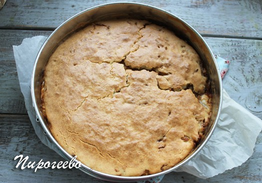 Заливной пирог с капустой вынули из духовки