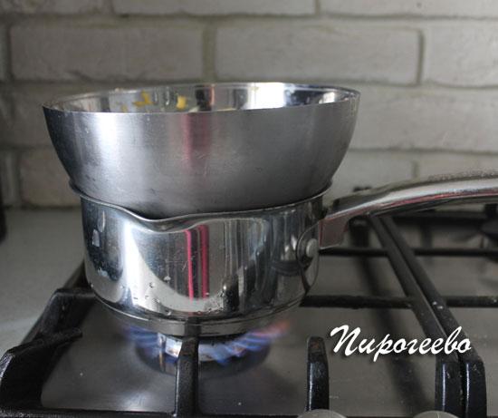 Ставим крем на водяную баню