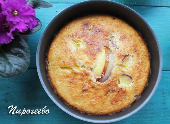Манник по классическому рецепту можно сделать с персиками или нектаринами