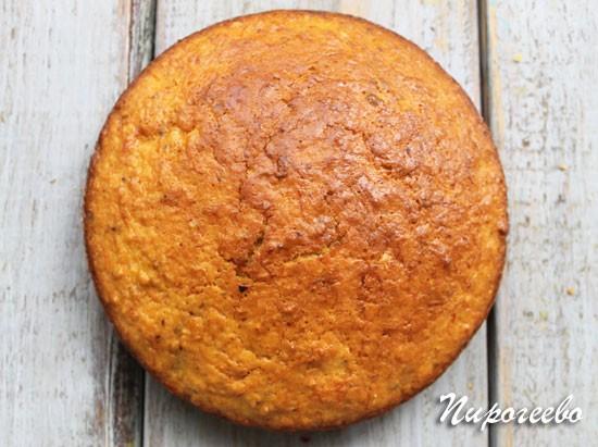 Бисквит выпекается в разогретой духовке