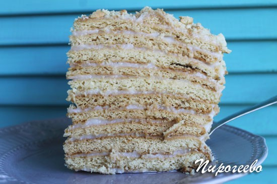 Торт получается вкусным и пропитанным