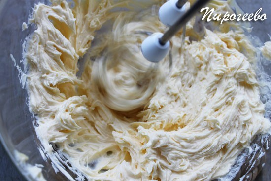 Взбиваем крем для торта