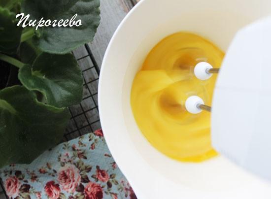 Для приготовления бисквита нужно как следует взбить яйца