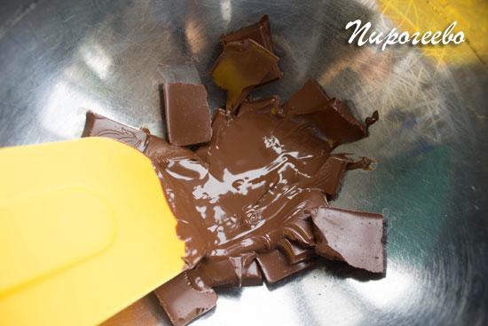 Растапливаем шоколад на водяной бане