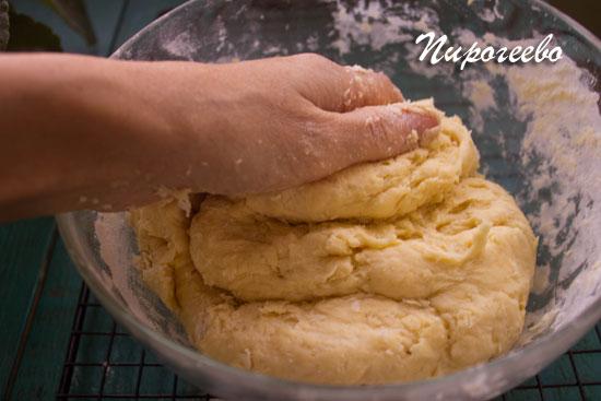 "Замешиваем тесто для торта ""Муравейник"""