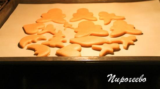Выпекаем медовое печенье в духовке до румяного цвета