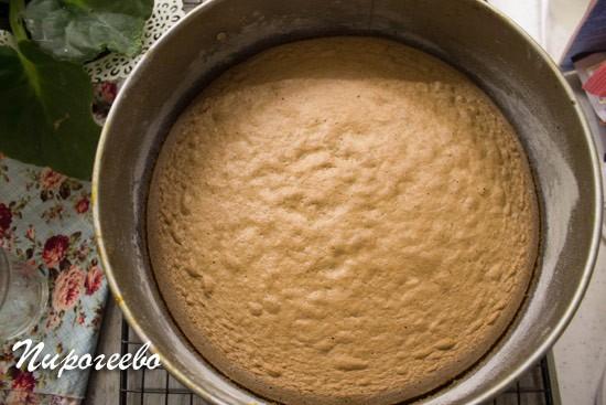 Бисквит выпекается в течение 20-25 минут