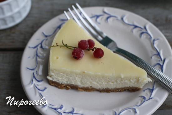 Чизкейк с выпечкой получается идеальным из домашнего сыра