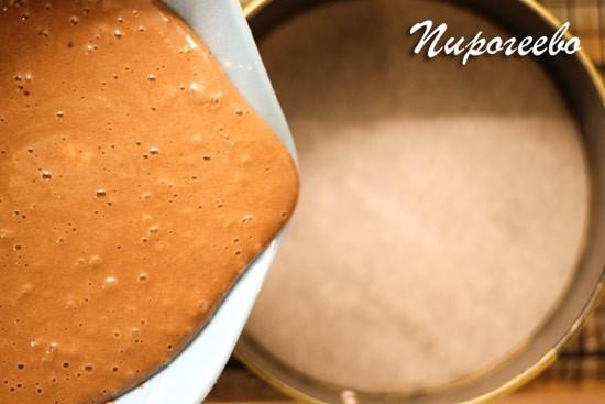 Тесто для бисквита шоколад на кипятке получается достаточно жидким