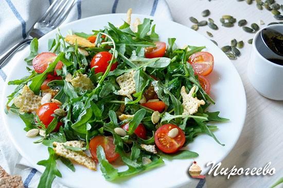 Весенний салат с рукколой и помидорами черри